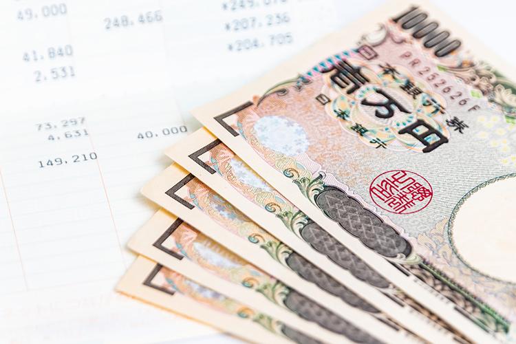 【費用】かかるコストは?1回約1万円程度!